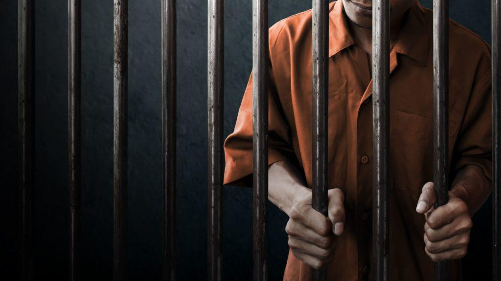 牢屋の男性