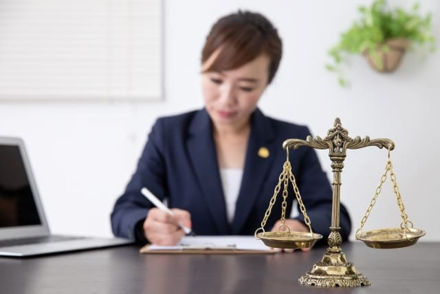 任意整理をするなら司法書士や弁護士にお願いするのがおすすめ