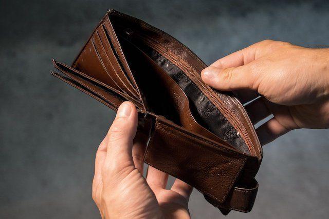 安易に自己肯定感が満たしたいために課金を繰り返し、ついに消費者金融を利用